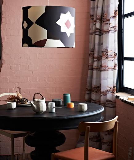 Mesa de jantar de mandeira redonda