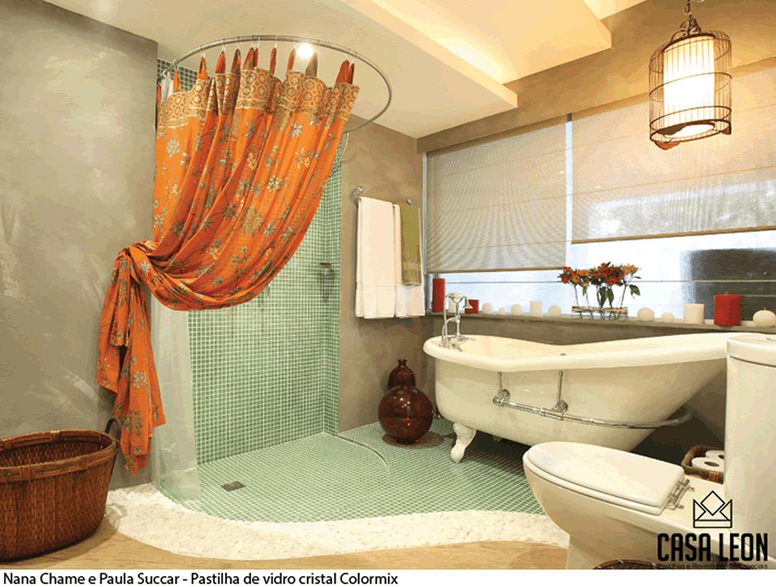 em banheiros as pastilhas dão um toque sofisticado a esse tipo de  #AA4421 1123 849