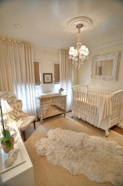 quarto branco de bebê