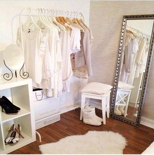 Guarda-roupas aberto