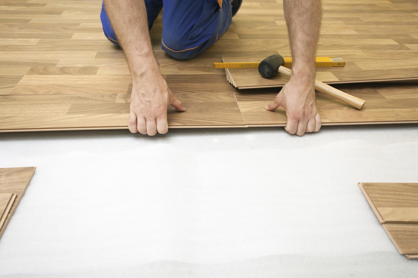 Resultado de imagem para colocando piso