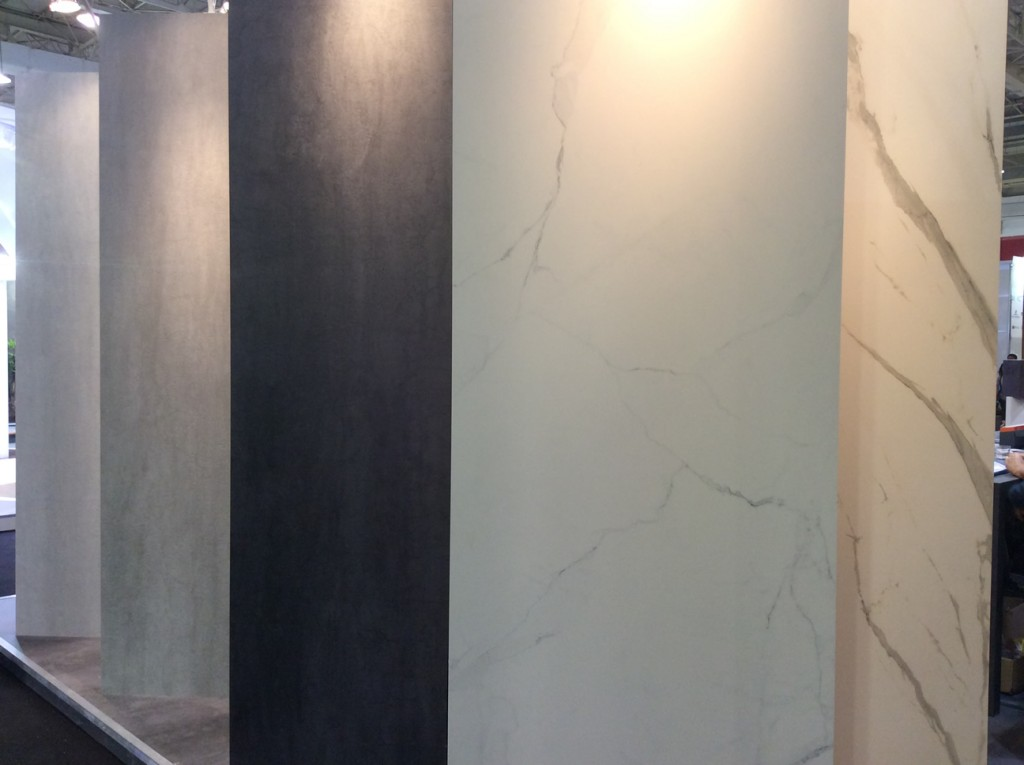 Porcelanato que imita mármore