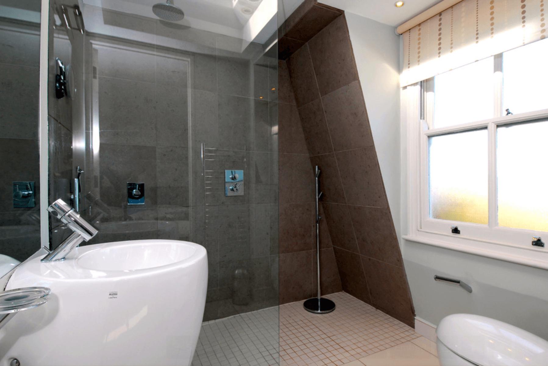 Outra solução para banheiros pequenos e estreitos são as listras  #836A48 1798x1202 Banheiro Com Azulejo No Teto