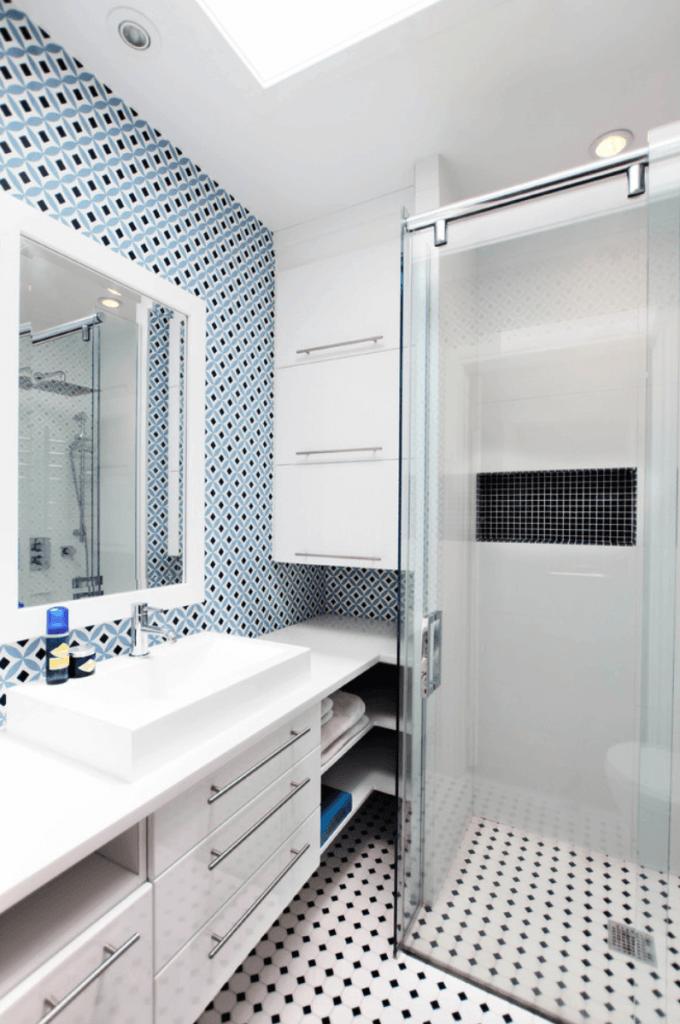 Banheiro pequeno clean