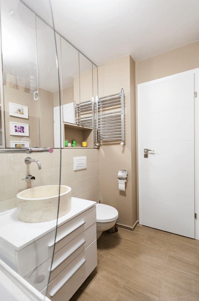 Banheiro pequeno e lindo