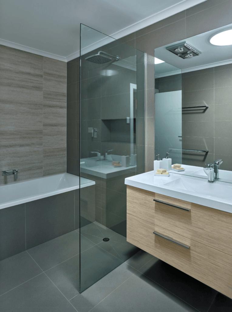 Banheiro pequeno espelho grande