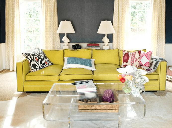 decoração de sala com sofá amarelo
