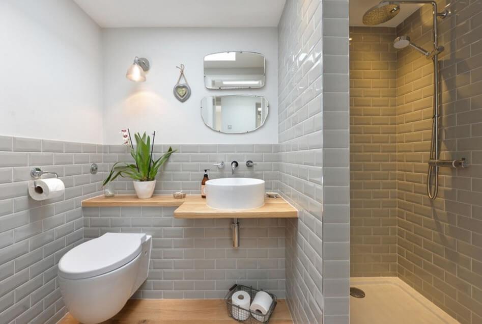 banheiro pequeno azulejado