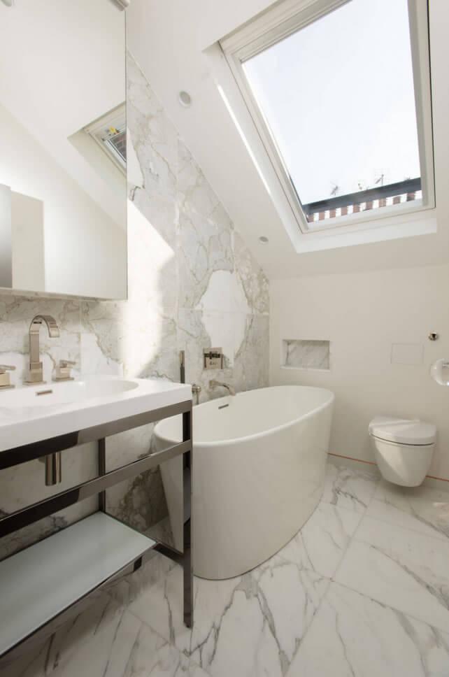 Banheiros Pequenos  Fotos e Dicas Imperdíveis  Arquidicas -> Banheiro Pequeno Moderno Com Banheira