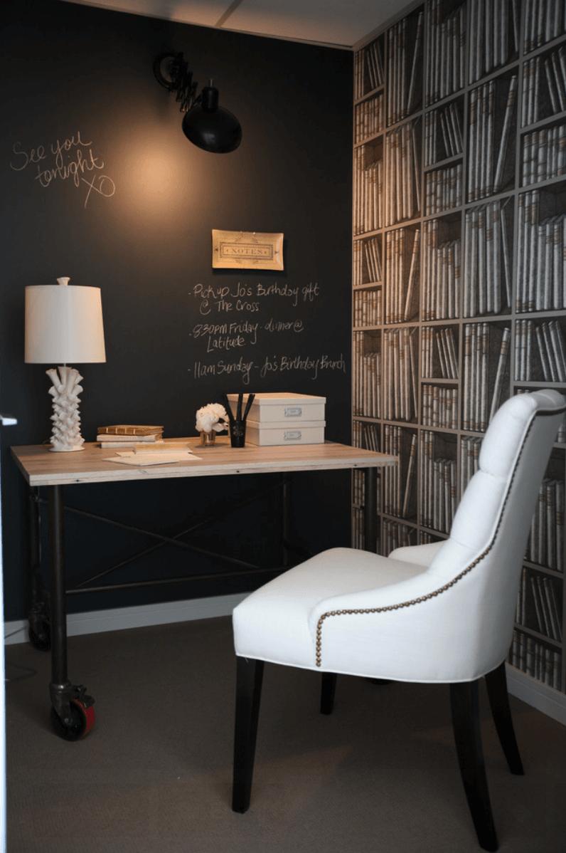 home office com parede preta
