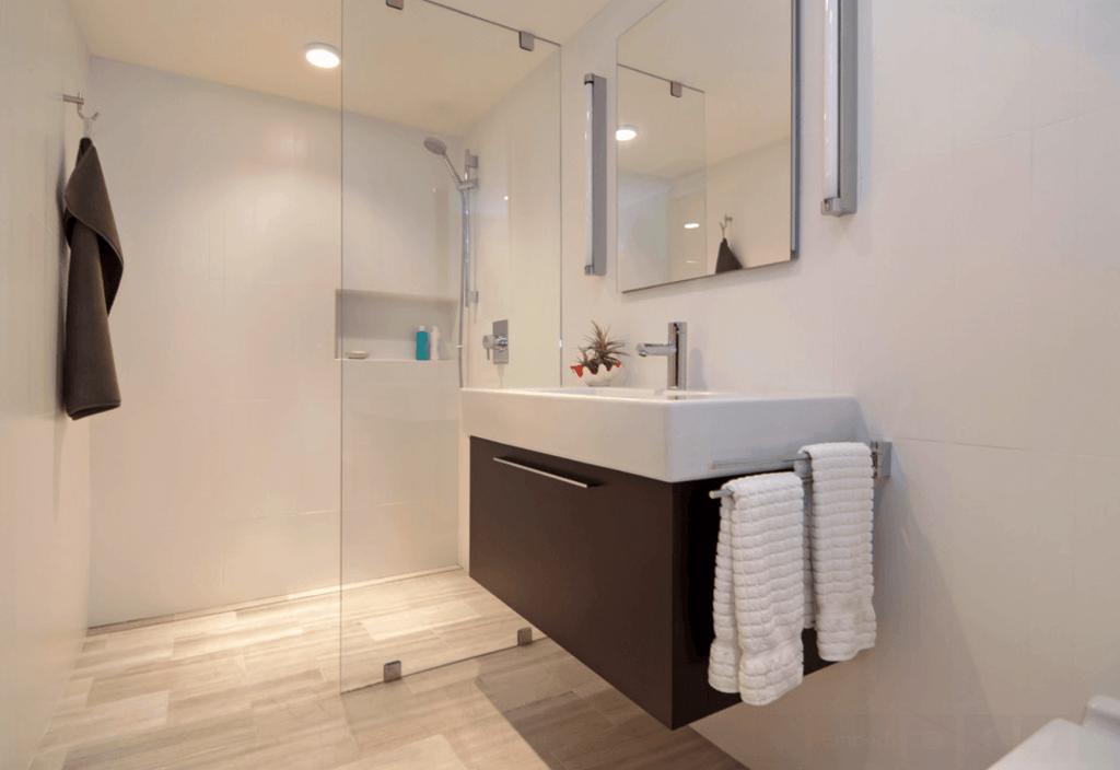 30 modelos de banheiros de inspira o arquidicas - Piso pequeno moderno ...