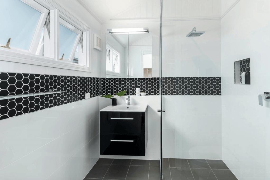 Banheiro planejado branco
