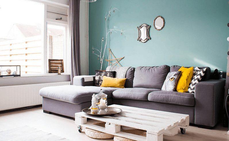 Sala pequena com sofá de canto