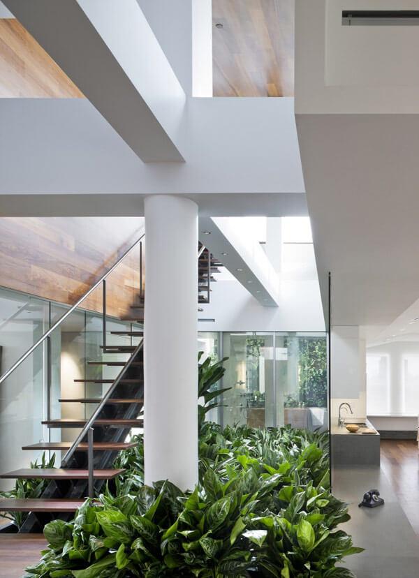 escadas com jardim de inverno