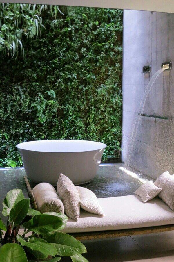 banheiro no jardim