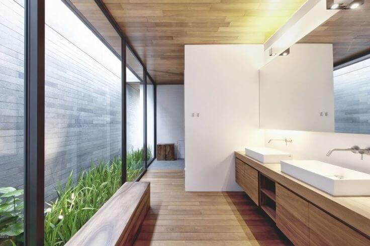 clarabóia com jardim banheiro