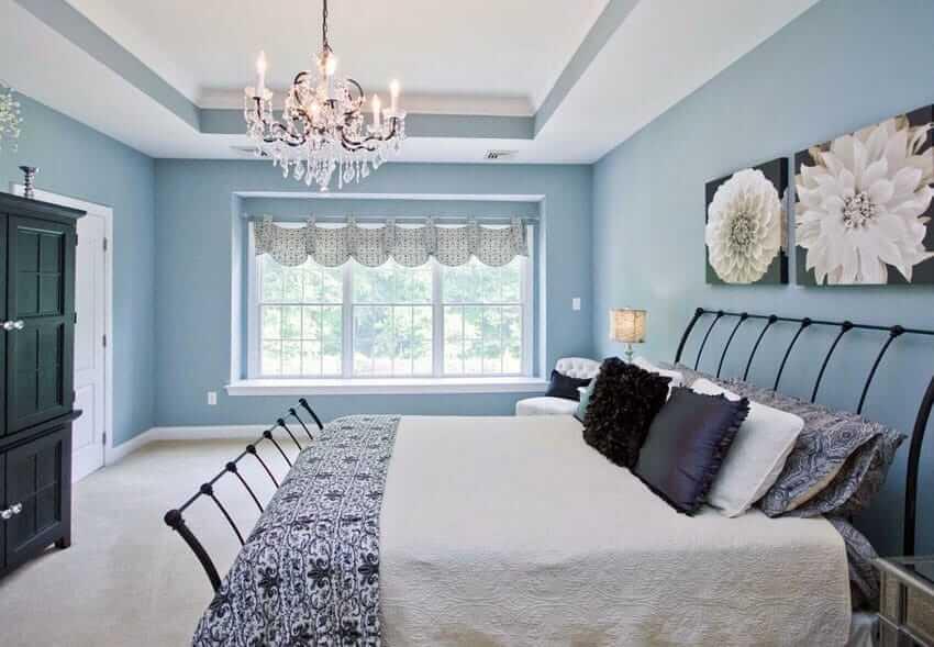 Quarto parede azul clara