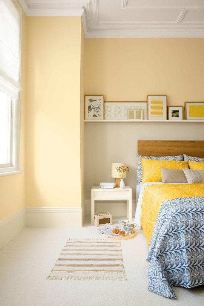 Quarto com paredes amarelas