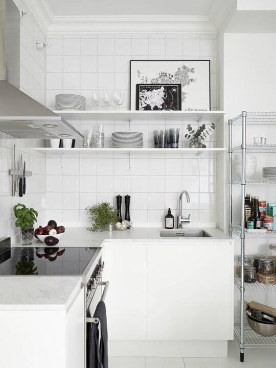 Cozinha planejada pequena dicas ideias e fotos arquidicas for Estantes para cocina pequena