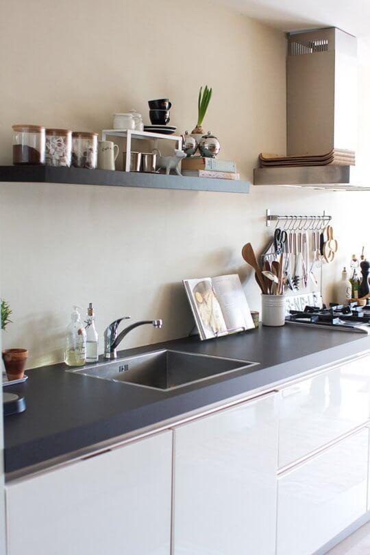 cozinha planejada com prateleira