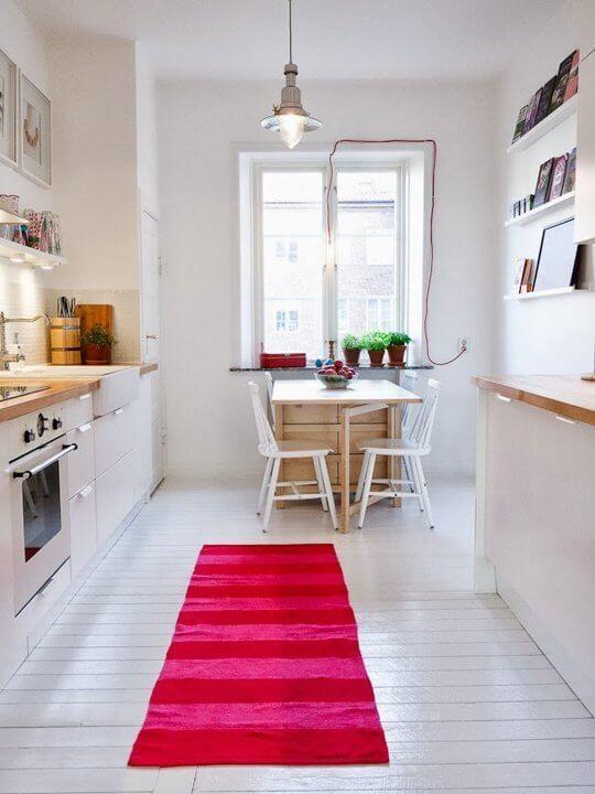 cozinha planejada pequena clara