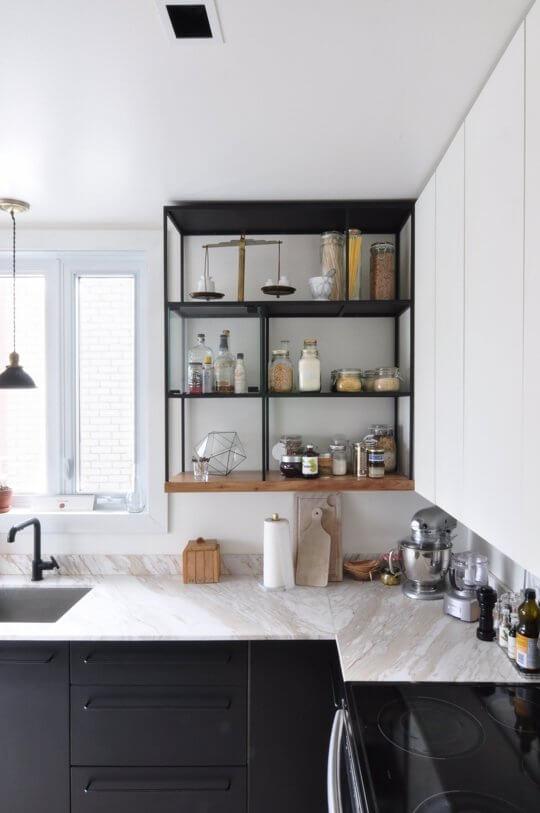 cozinha planejada pequena escura