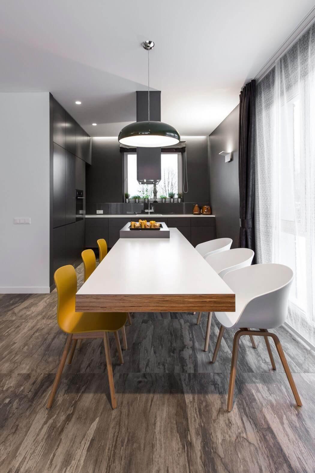 Sala de jantar com cozinha pequena