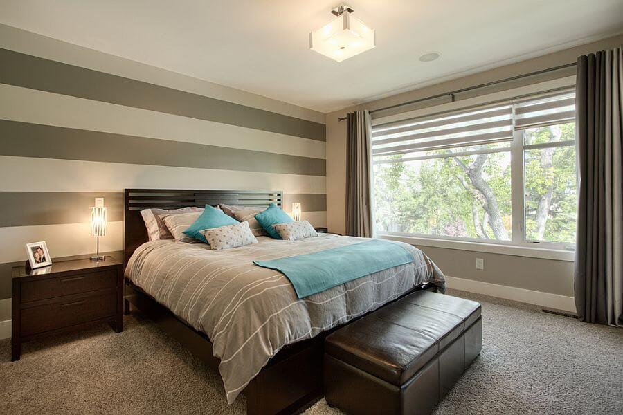 quarto de casal decorado com papelo de parede