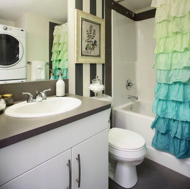 banheiro decorado com cortina