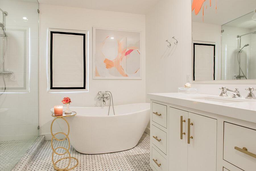 banheira decorada com quadro
