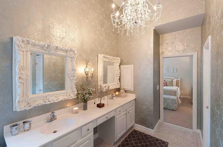 banheiro com espelhos decorativos