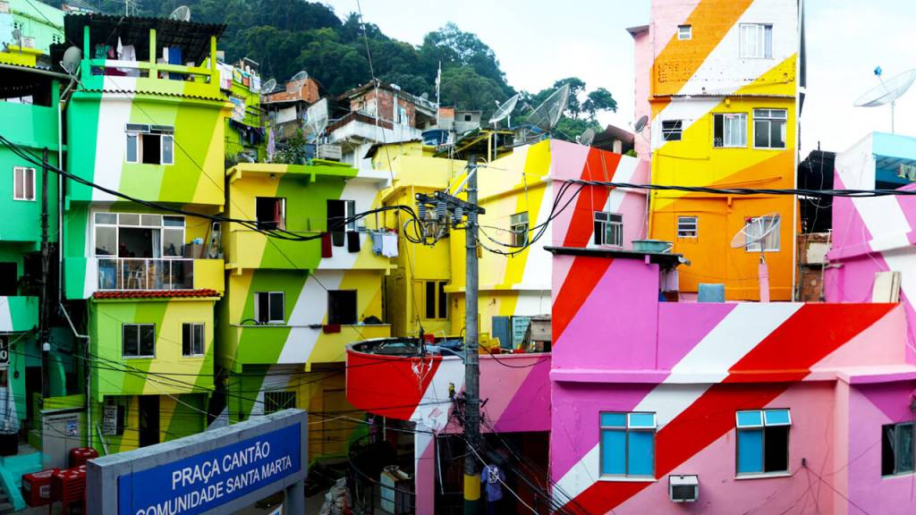 Favela Contemporânea - este projeto de arte pública foi feito no Rio de Janeiro pela dupla de artistas holandeses Hass & Hahn.