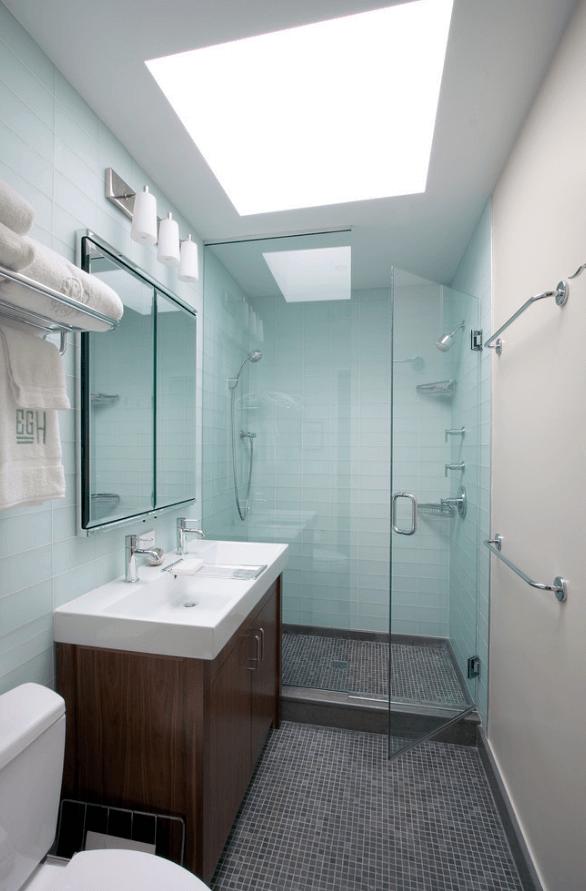 banheiro com pastilha grande de vidro