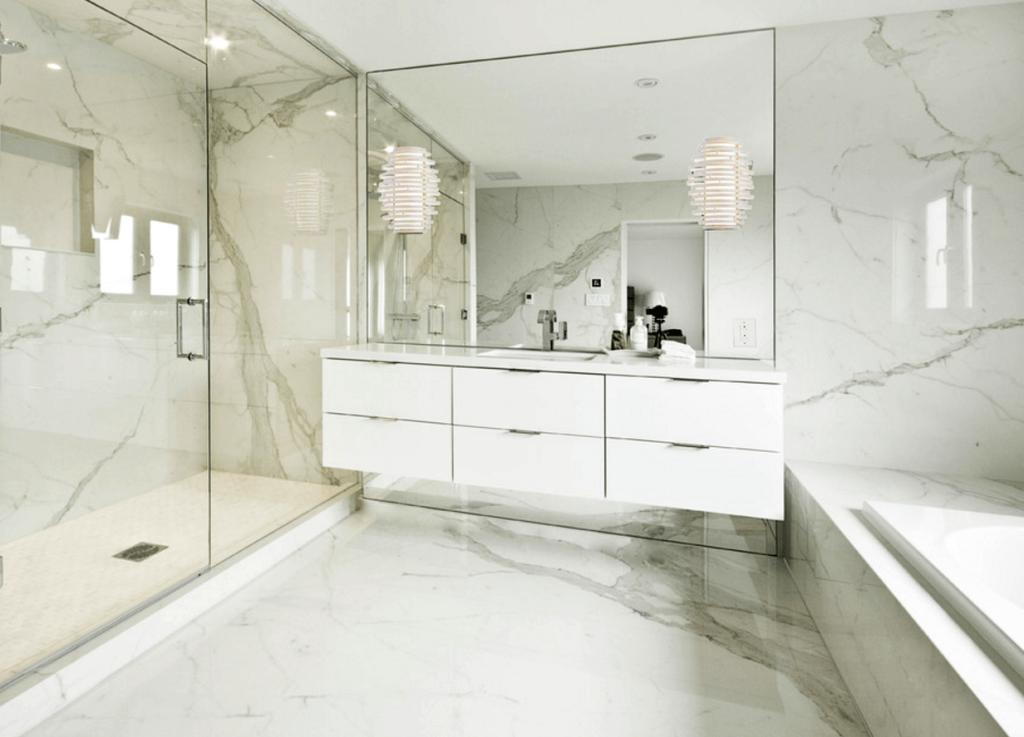 porcelanato mármore em banheiro moderno