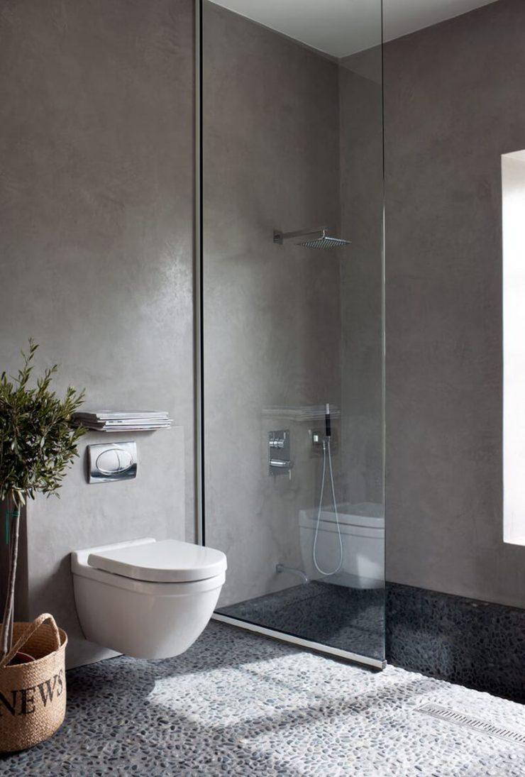banheiro moderno com vaso suspenso
