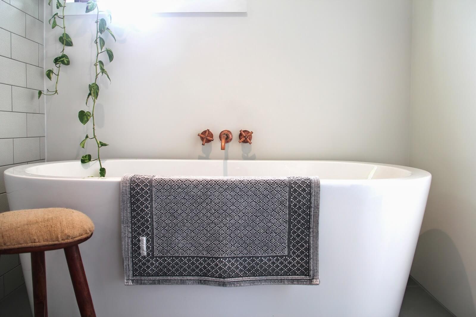 para banheiros modernos para que você tenha um banheiro lindo #684C3F 1600x1066 Acessorios Banheiro Moderno