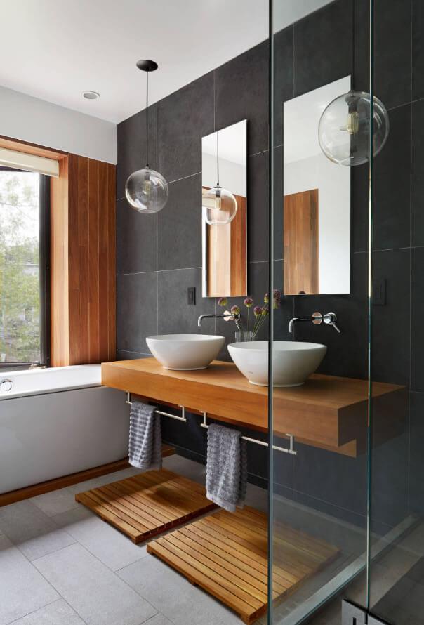 banheiro com parede neutra
