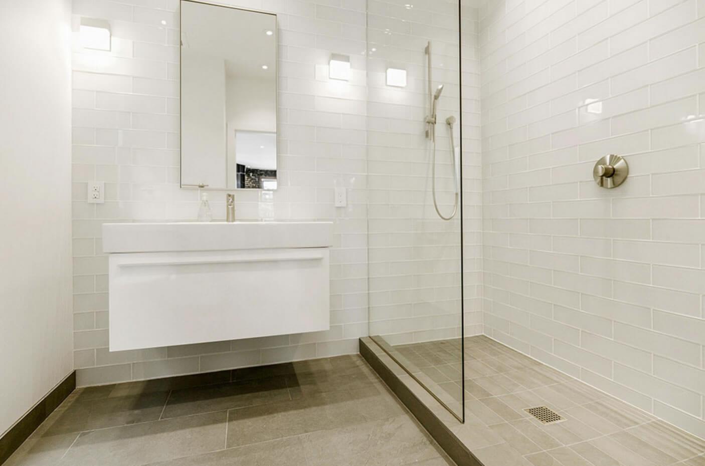 ideias interessantes de banheiros revestidos com pastilhas de vidro #332C15 1406 930