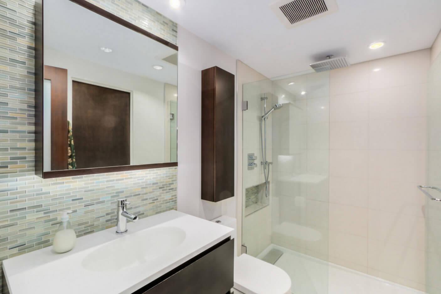 Ideias para Banheiros com Pastilhas de Vidro #5D4A3C 1406 936