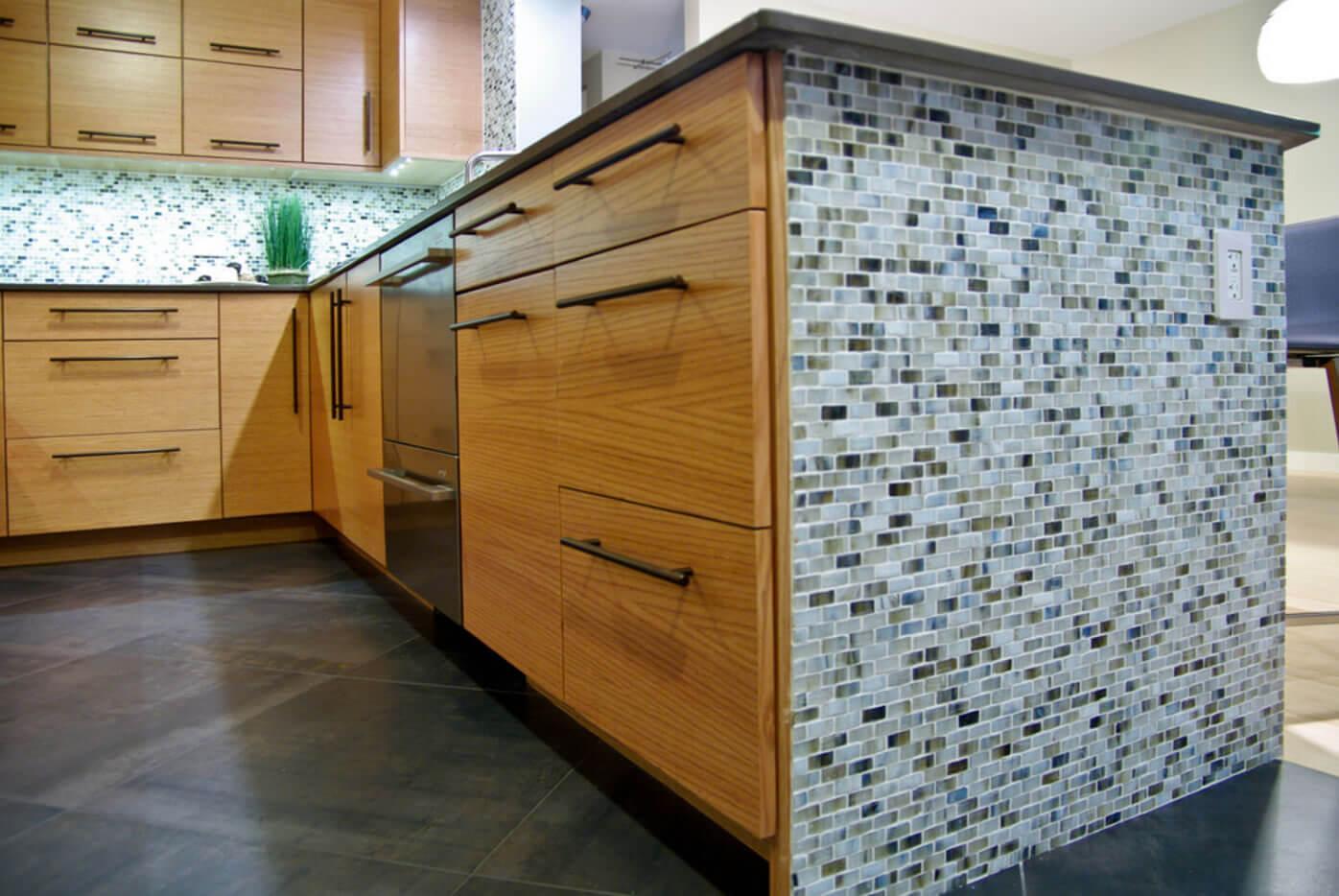 galeria de imagens com ideias para cozinhas com pastilhas de vidro #754A1E 1396 934