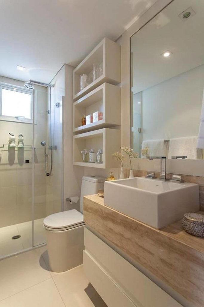 banheiro pequeno com nichos