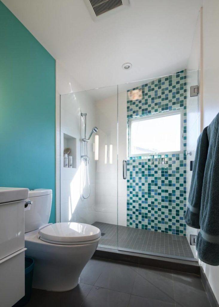 banheiros planejados com pastilhas
