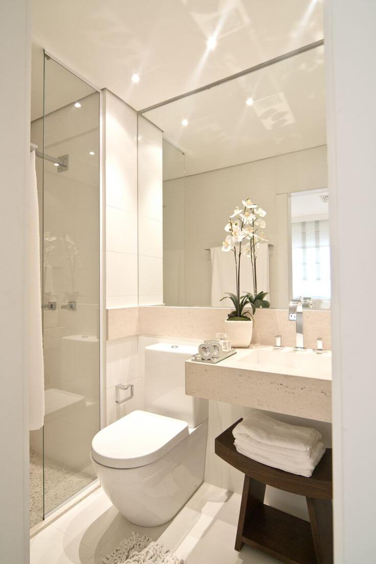 banheiro chique e pequeno