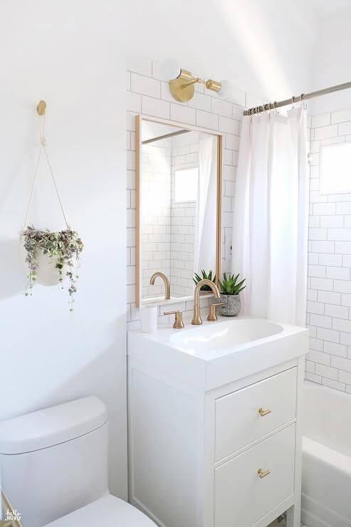 banheiro com banheira pequena