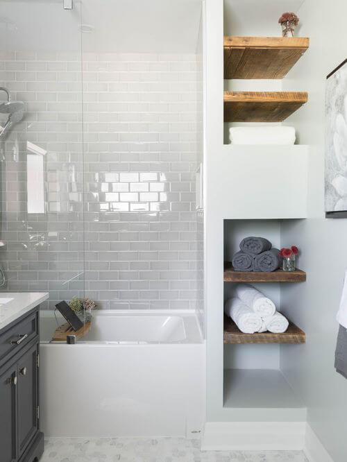 banheiro com nicho de toalha