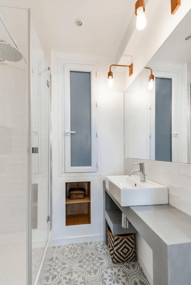 banheiros pequenos e estreitos